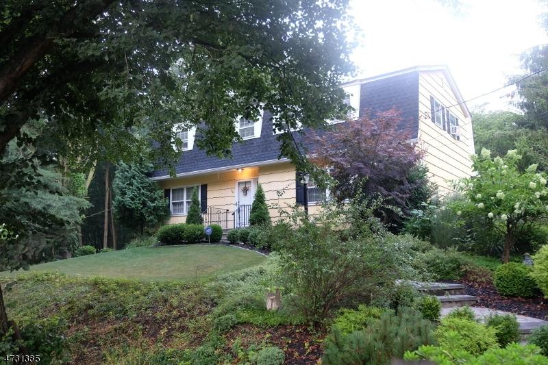 Частный односемейный дом для того Продажа на 501 Hamilton Drive Hackettstown, 07840 Соединенные Штаты