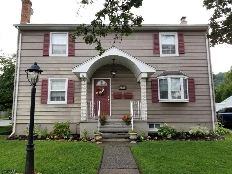 Частный односемейный дом для того Аренда на 336 Ackerman Place Pompton Lakes, Нью-Джерси 07442 Соединенные Штаты