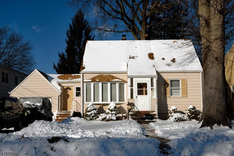 Maison unifamiliale pour l Vente à 250 4th Avenue Garwood, New Jersey 07027 États-Unis