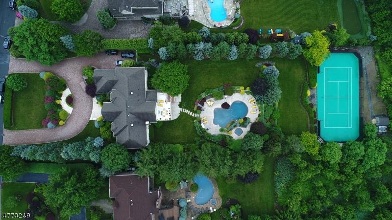 Частный односемейный дом для того Продажа на 16 Chelsea Drive Livingston, Нью-Джерси 07039 Соединенные Штаты