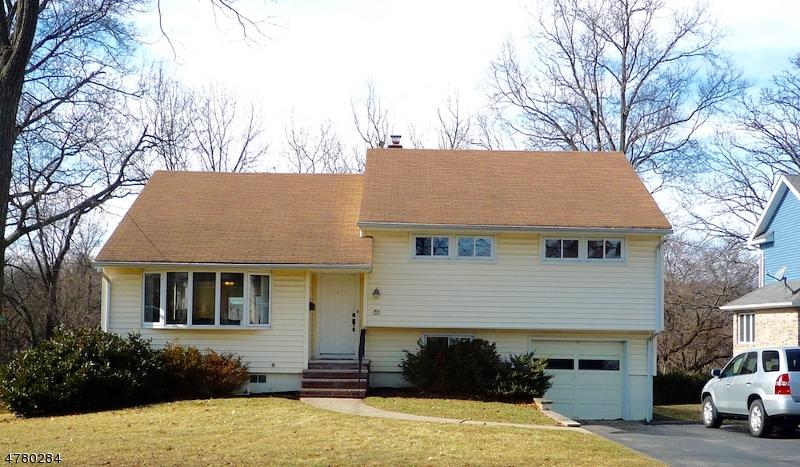 واحد منزل الأسرة للـ Sale في 61 Chatham Ter 61 Chatham Ter Clifton, New Jersey 07013 United States