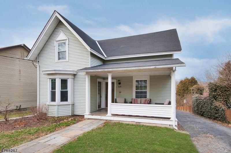 Enfamiljshus för Försäljning vid 64 Brunswick Avenue Bloomsbury, New Jersey 08804 Usa