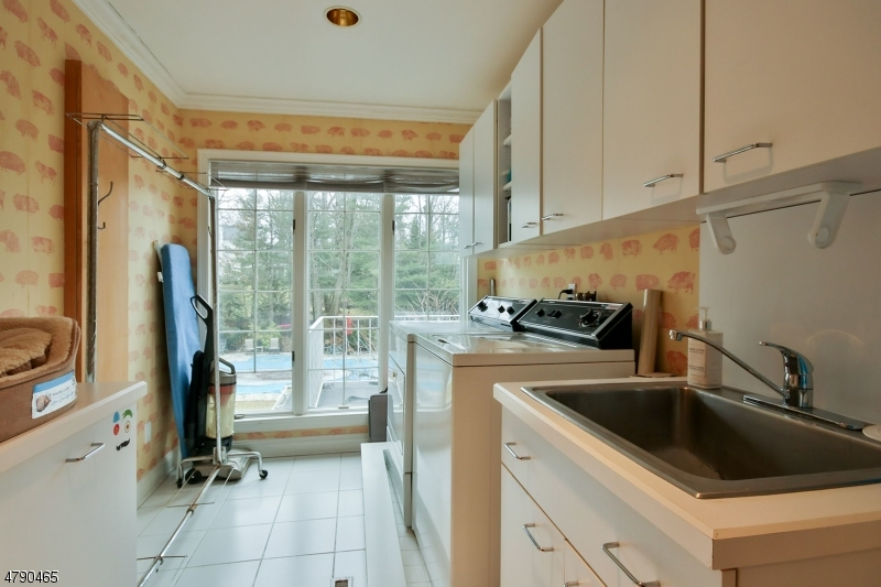Additional photo for property listing at 37 Gordon Road  Essex Fells, 新泽西州 07021 美国