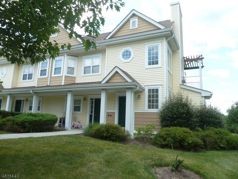 Condo / Casa geminada para Venda às 274 OLD FARM Drive Allamuchy, Nova Jersey 07838 Estados Unidos