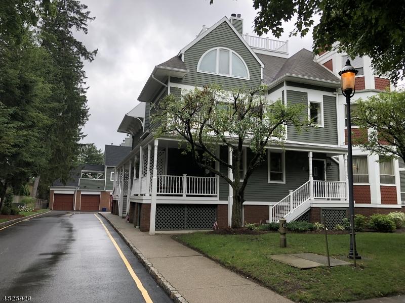 Condominio/ Casa de pueblo por un Alquiler en 13 FRANKLIN Place Morristown, Nueva Jersey 07960 Estados Unidos