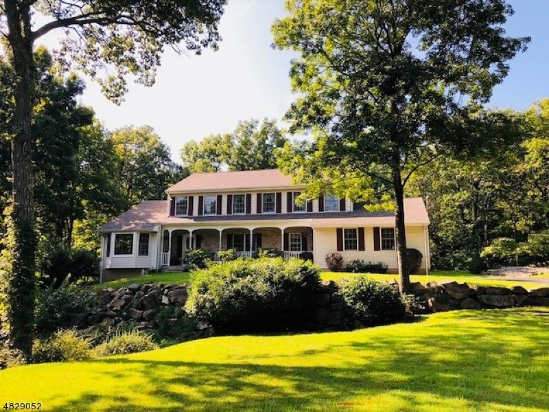 Enfamiljshus för Försäljning vid 105 CATSWAMP Road Allamuchy, New Jersey 07840 Usa