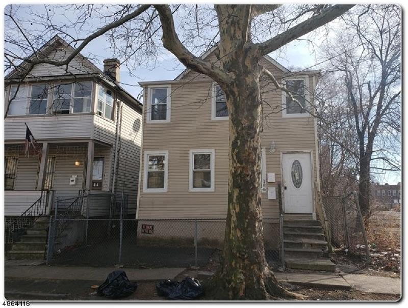 Maison avec plusieurs logements pour l Vente à 186 MATTHEW Street Orange, New Jersey 07050 États-Unis