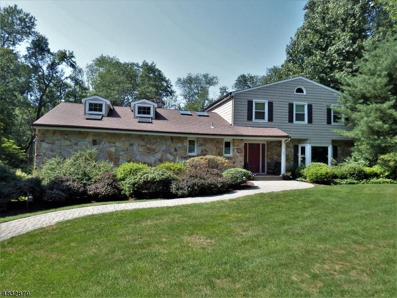 Casa para uma família para Venda às 3 RUNNING BROOK Court Denville, Nova Jersey 07834 Estados Unidos