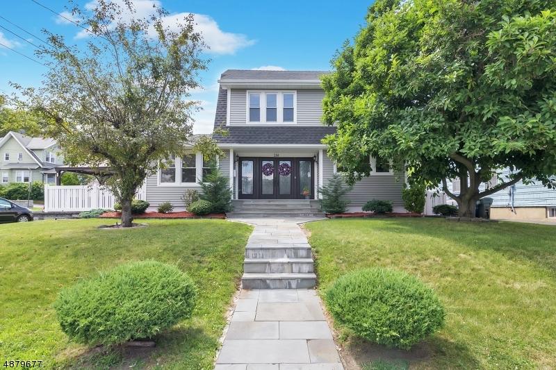 Частный односемейный дом для того Продажа на 250 ORIENT WAY Rutherford, Нью-Джерси 07070 Соединенные Штаты