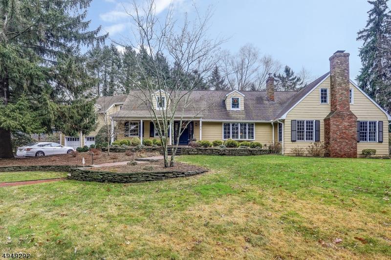 Single Family Homes para Venda às New Providence, Nova Jersey 07974 Estados Unidos