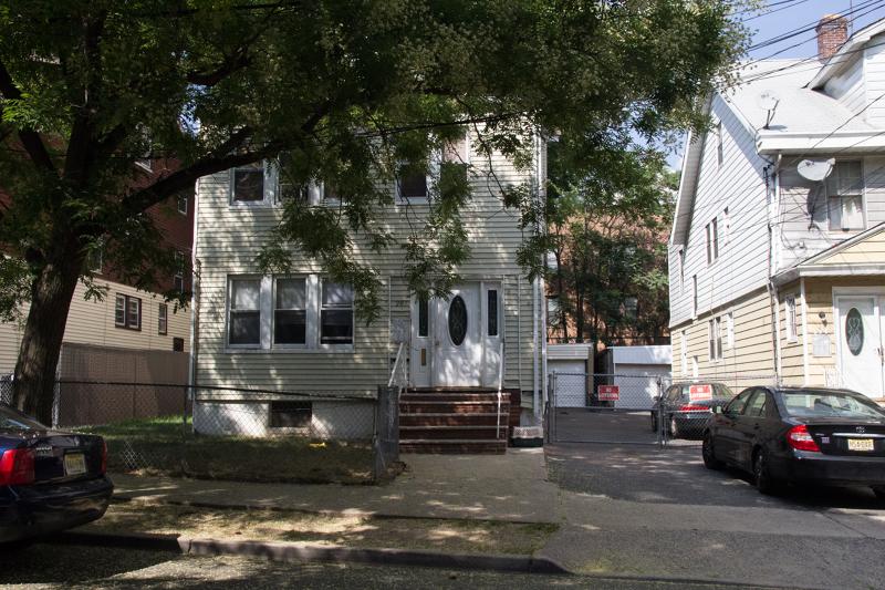 多户住宅 为 销售 在 207-209 HANSBURY Avenue 纽瓦克市, 新泽西州 07112 美国