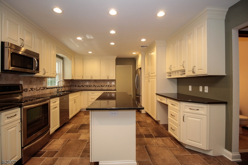 Additional photo for property listing at 30 Christy Lane  Sparta, New Jersey 07871 États-Unis