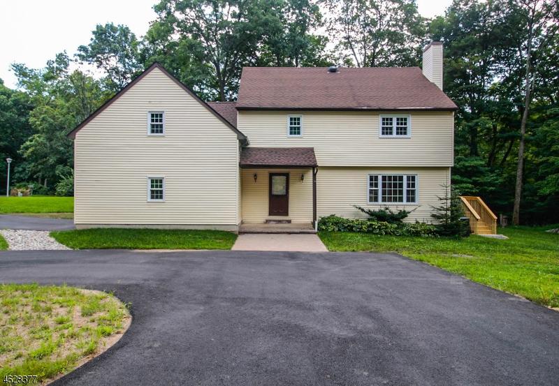 Maison unifamiliale pour l Vente à 30 Christy Lane Sparta, New Jersey 07871 États-Unis