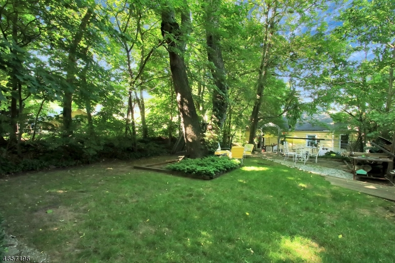 Additional photo for property listing at 242 Woodward Avenue  Rutherford, New Jersey 07070 États-Unis