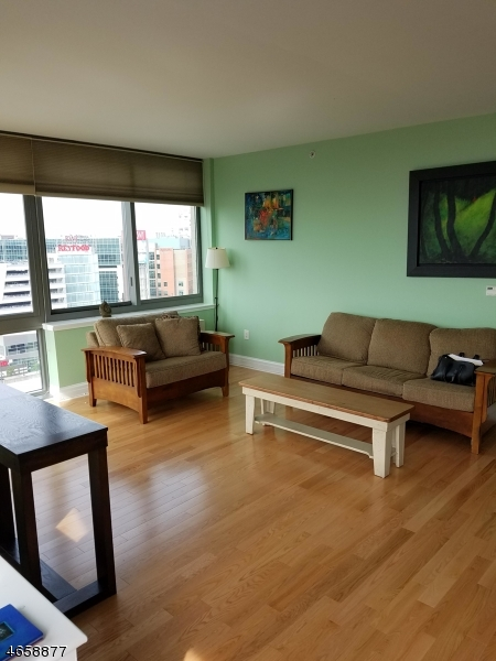 Additional photo for property listing at 1 Spring St, UNIT 1104  New Brunswick, Нью-Джерси 08901 Соединенные Штаты