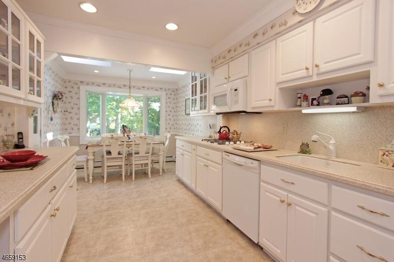 Additional photo for property listing at 52 Annin Road  Caldwell, Нью-Джерси 07006 Соединенные Штаты
