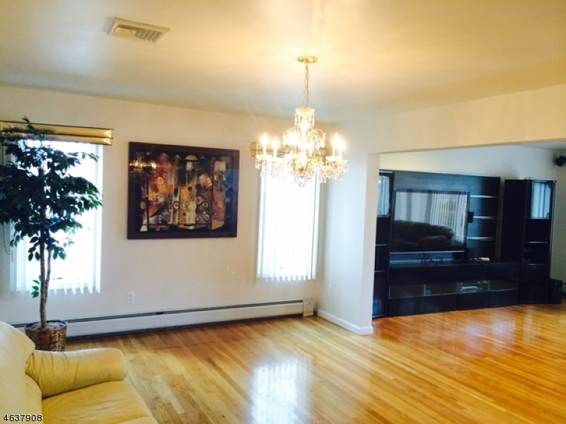 Additional photo for property listing at 210 Elsmere Place  Fort Lee, New Jersey 07024 United States