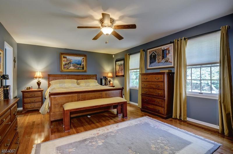 Additional photo for property listing at 1 Arrowhead Drive  Neshanic Station, Нью-Джерси 08853 Соединенные Штаты