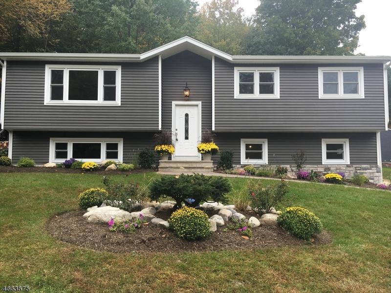 Maison unifamiliale pour l Vente à 2 Otterhill Court Sussex, New Jersey 07461 États-Unis