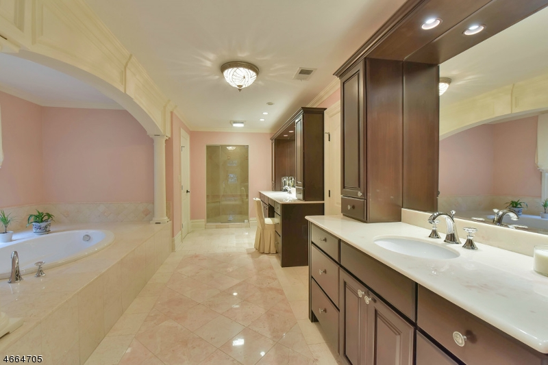 Additional photo for property listing at 20 Harvey Lane  Saddle River, Нью-Джерси 07458 Соединенные Штаты