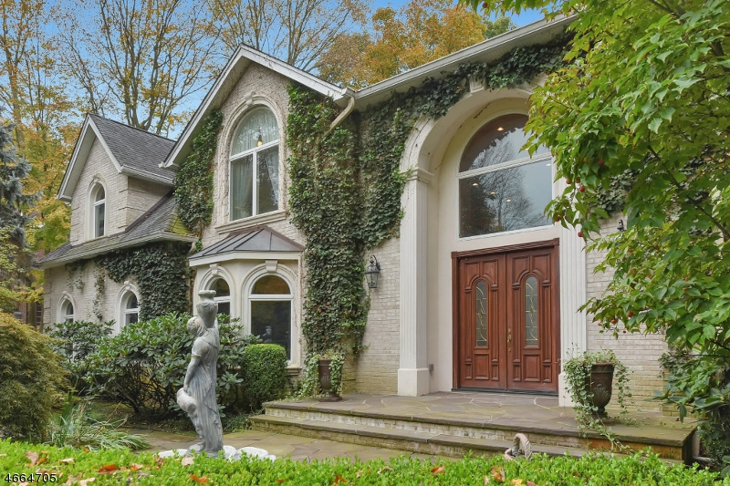 Maison unifamiliale pour l Vente à 20 Harvey Lane Upper Saddle River, New Jersey 07458 États-Unis