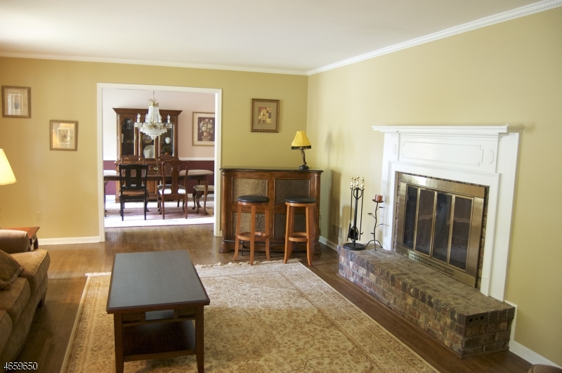 Additional photo for property listing at 6 Oak Street  Chester, New Jersey 07930 États-Unis