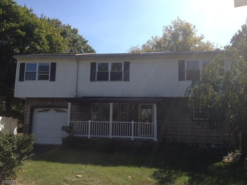 独户住宅 为 销售 在 1207-4 Stockton Circle 林登, 07036 美国