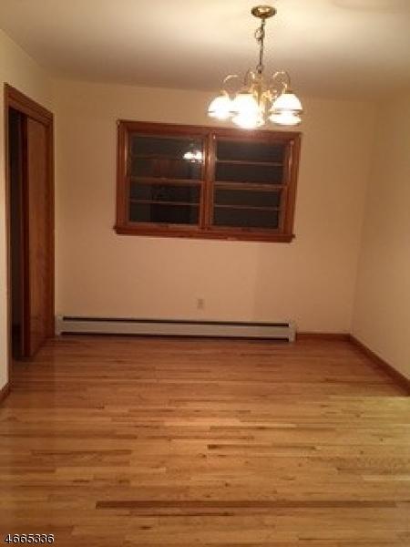 Maison unifamiliale pour l à louer à Address Not Available Clifton, New Jersey 07011 États-Unis