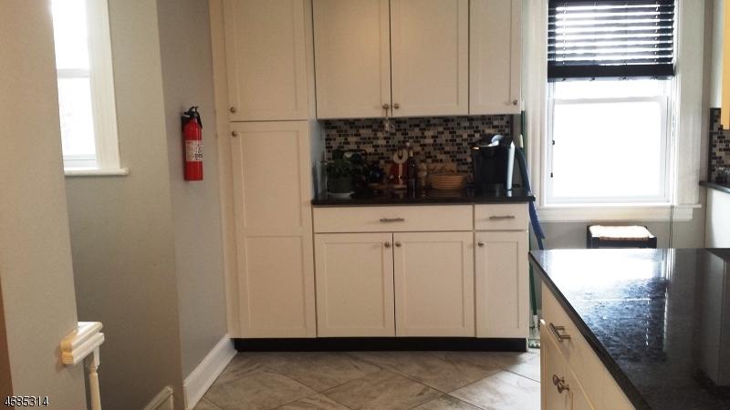 Casa Unifamiliar por un Alquiler en 81 W Main Street Ramsey, Nueva Jersey 07446 Estados Unidos