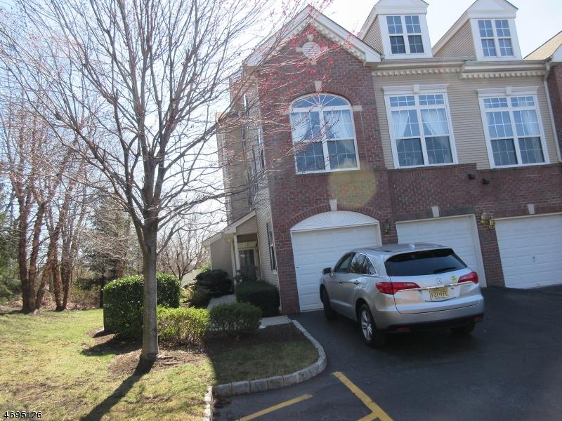 Maison unifamiliale pour l à louer à 139 Rock Creek Drive Clifton, New Jersey 07014 États-Unis