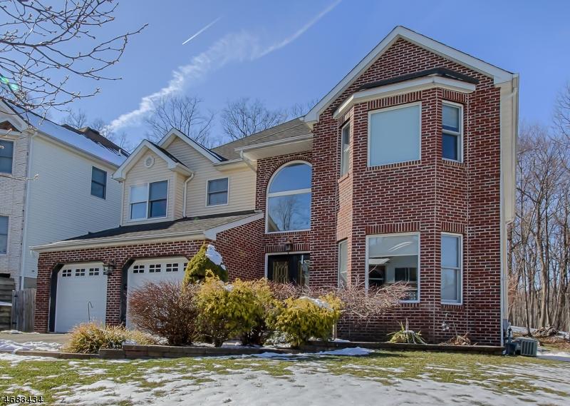 Частный односемейный дом для того Продажа на 106 Seasons Glen Drive Morris Plains, 07950 Соединенные Штаты
