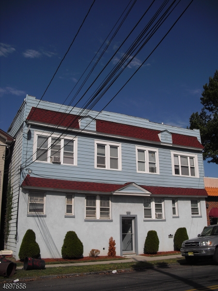 Частный односемейный дом для того Аренда на 513 E Elizabeth Avenue Linden, 07036 Соединенные Штаты