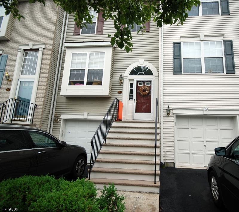 Casa Unifamiliar por un Alquiler en 564 Coventry Drive Nutley, Nueva Jersey 07110 Estados Unidos