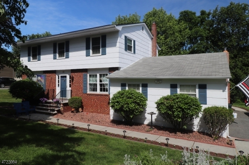 Single Family Home for Sale at 32 Pleasant Hill Road Succasunna, New Jersey 07876 United States