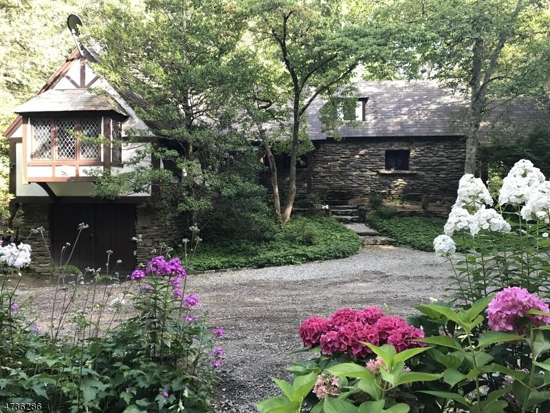Частный односемейный дом для того Продажа на 949 Middleville Road Stillwater, 07875 Соединенные Штаты