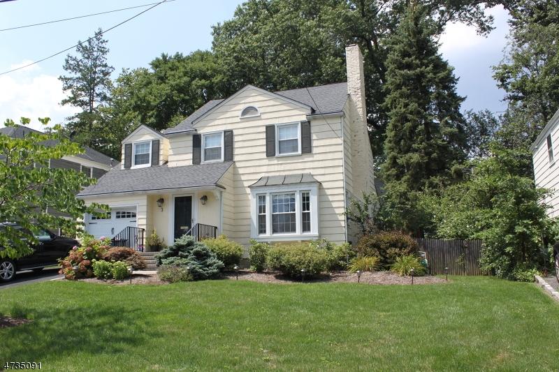 Частный односемейный дом для того Аренда на 3 Elmwood Place Millburn, Нью-Джерси 07078 Соединенные Штаты