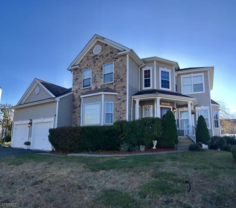 Частный односемейный дом для того Продажа на 206 Highpoint Court Jefferson Township, Нью-Джерси 07849 Соединенные Штаты