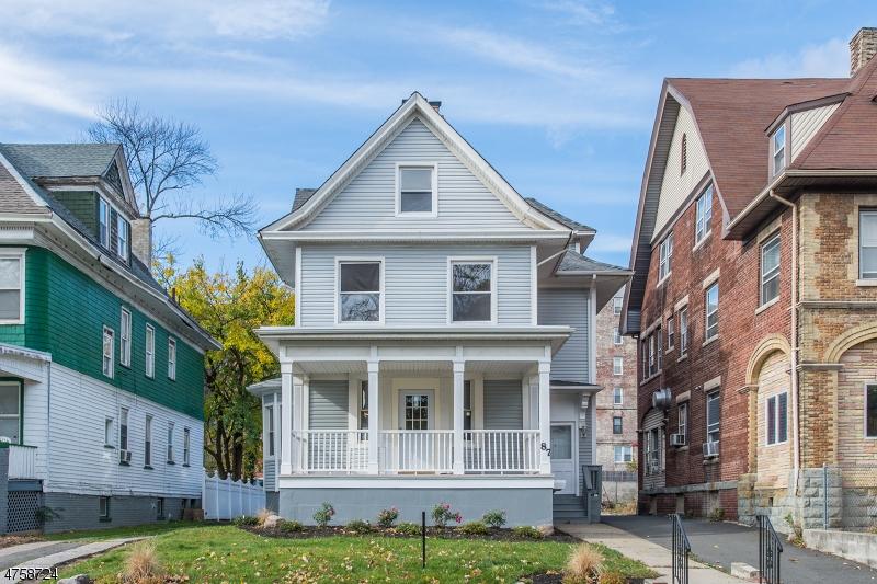 Maison avec plusieurs logements pour l Vente à 87 N Munn Avenue 87 N Munn Avenue East Orange, New Jersey 07017 États-Unis