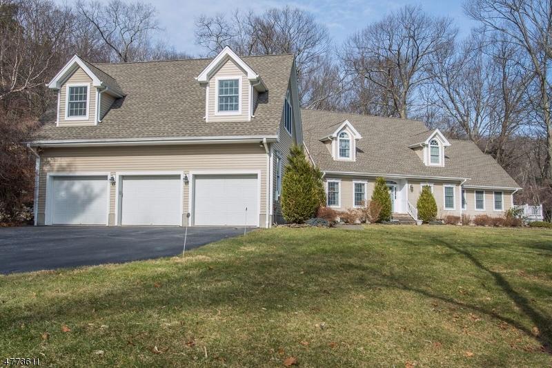 Частный односемейный дом для того Продажа на 60 Ponderosa Place West Milford, Нью-Джерси 07421 Соединенные Штаты