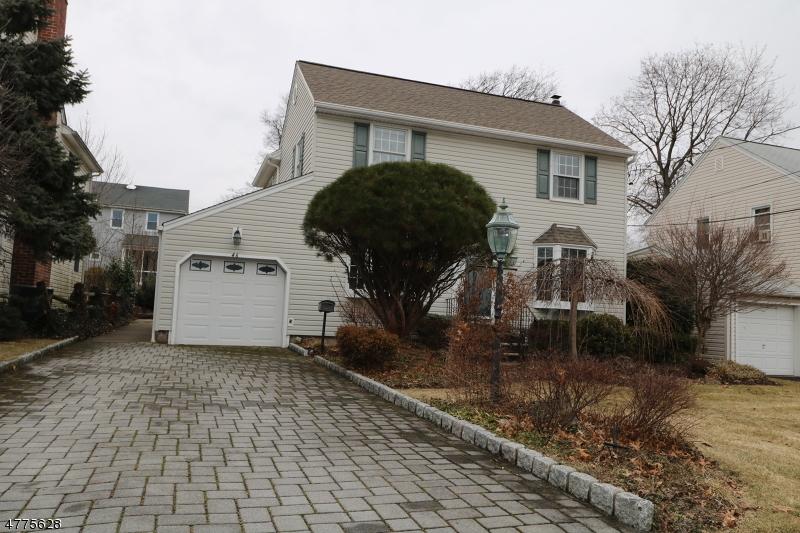 واحد منزل الأسرة للـ Sale في 46 Englewood Road 46 Englewood Road Clifton, New Jersey 07012 United States