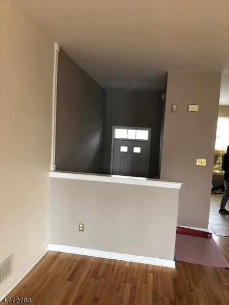独户住宅 为 出租 在 36 Windham Court Raritan, 新泽西州 08822 美国