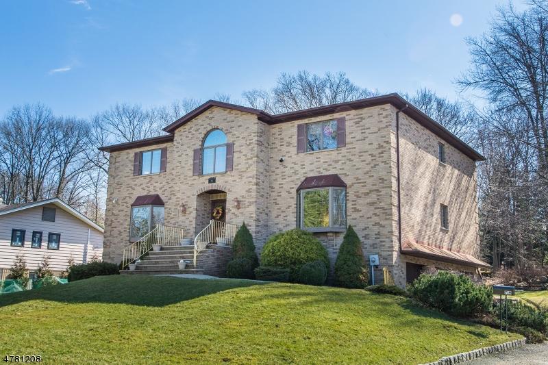 Частный односемейный дом для того Продажа на 719 Rifle Camp Road Woodland Park, Нью-Джерси 07424 Соединенные Штаты