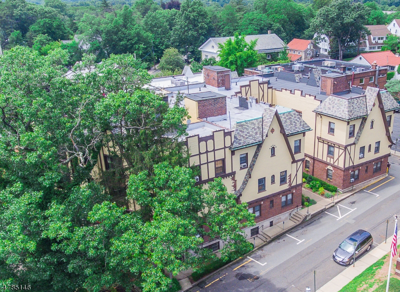 Casa Unifamiliar por un Alquiler en 20 Garber Sq Ridgewood, Nueva Jersey 07450 Estados Unidos