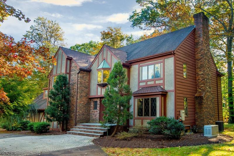 Nhà ở một gia đình vì Bán tại 344 Schuyler Road 344 Schuyler Road Allendale, New Jersey 07401 Hoa Kỳ