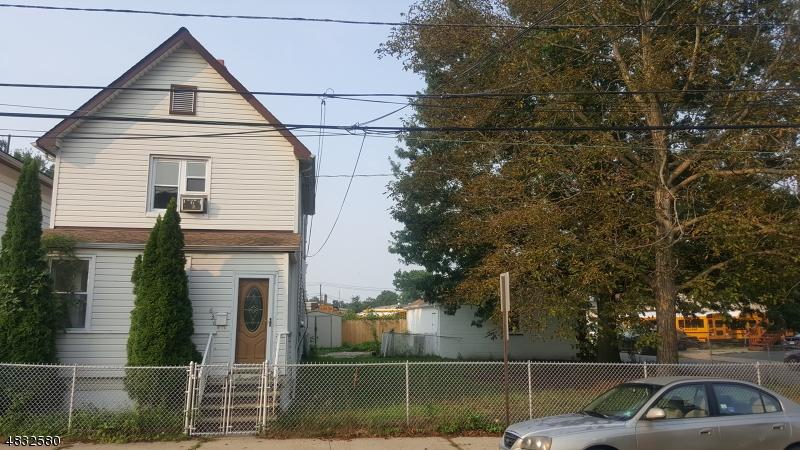 Maison avec plusieurs logements pour l Vente à 636 W CHRISTOPHER Street Orange, New Jersey 07050 États-Unis
