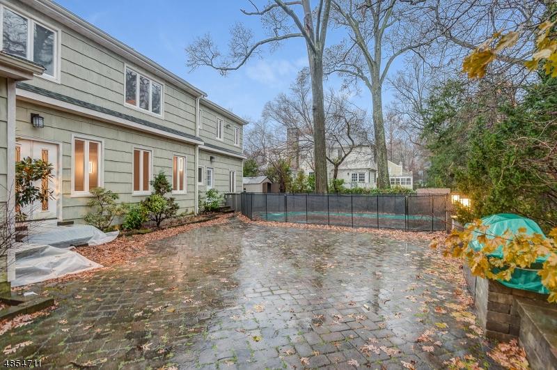 Частный односемейный дом для того Аренда на 16 Great Oak Drive Millburn, Нью-Джерси 07078 Соединенные Штаты