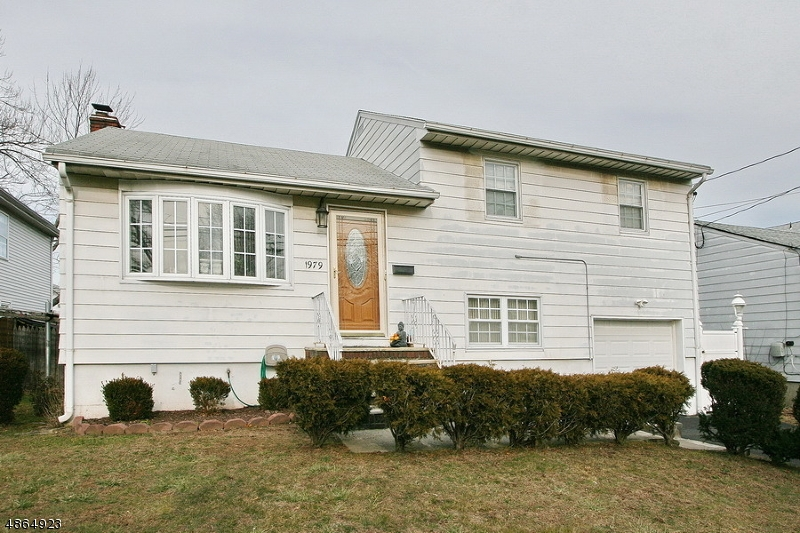Single Family Home for Sale at 1979 MARIANNE WAY 1979 MARIANNE WAY Union Township, New Jersey 07083 United States