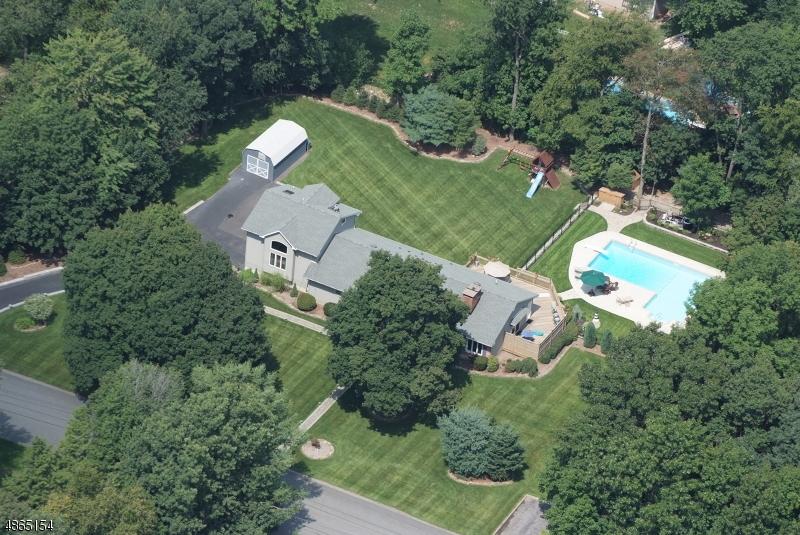 独户住宅 为 销售 在 28 GREENDALE Drive 西米尔福德, 新泽西州 07438 美国