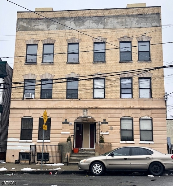 Commercial for Sale at 136 S 7TH Street Newark, New Jersey 07107 United States