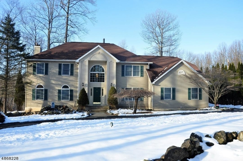Single Family Home for Sale at 22 WOODFIELD Road Green Township, New Jersey 07821 United States